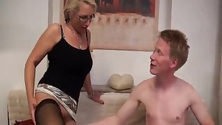 Deutsch milf just loves it when she gets to a extreme relationship.
