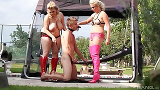 Curvy females share a guy in dirty outdoor femdom