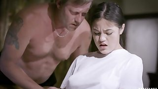 Old daddy fucks Asian stepdaughter Kendra Spade and feeds their way with starch