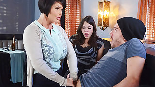 Horny mom make a talents to say no to wet pussy