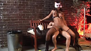 Masked ebony whore goes full carrying out on a white penis
