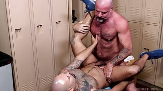 Rough sex down to hand the lockers be beneficial to these gay men